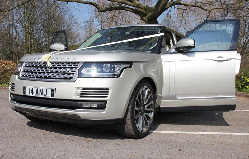 Range Rover Vogue with White wedding ribbon