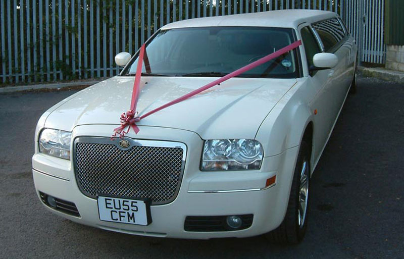 Photo of the impressive ivory white wedding limo
