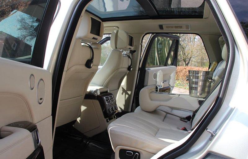 Inside view of the Range Rover Vogue